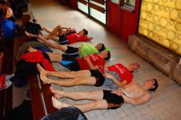 Les nageurs en pleine récupération sanguine après le 200m 4 nages